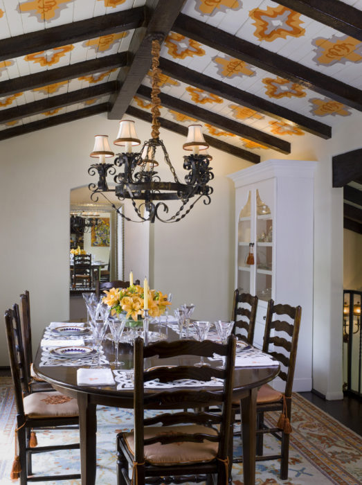 Fabulous Dining Rooms and Fun Table Settings