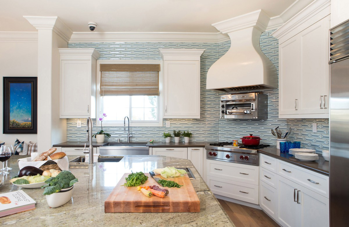 We love tile and are so excited to see homeowners daring to make a bold statement with exciting kitchen and bathroom backsplashes.