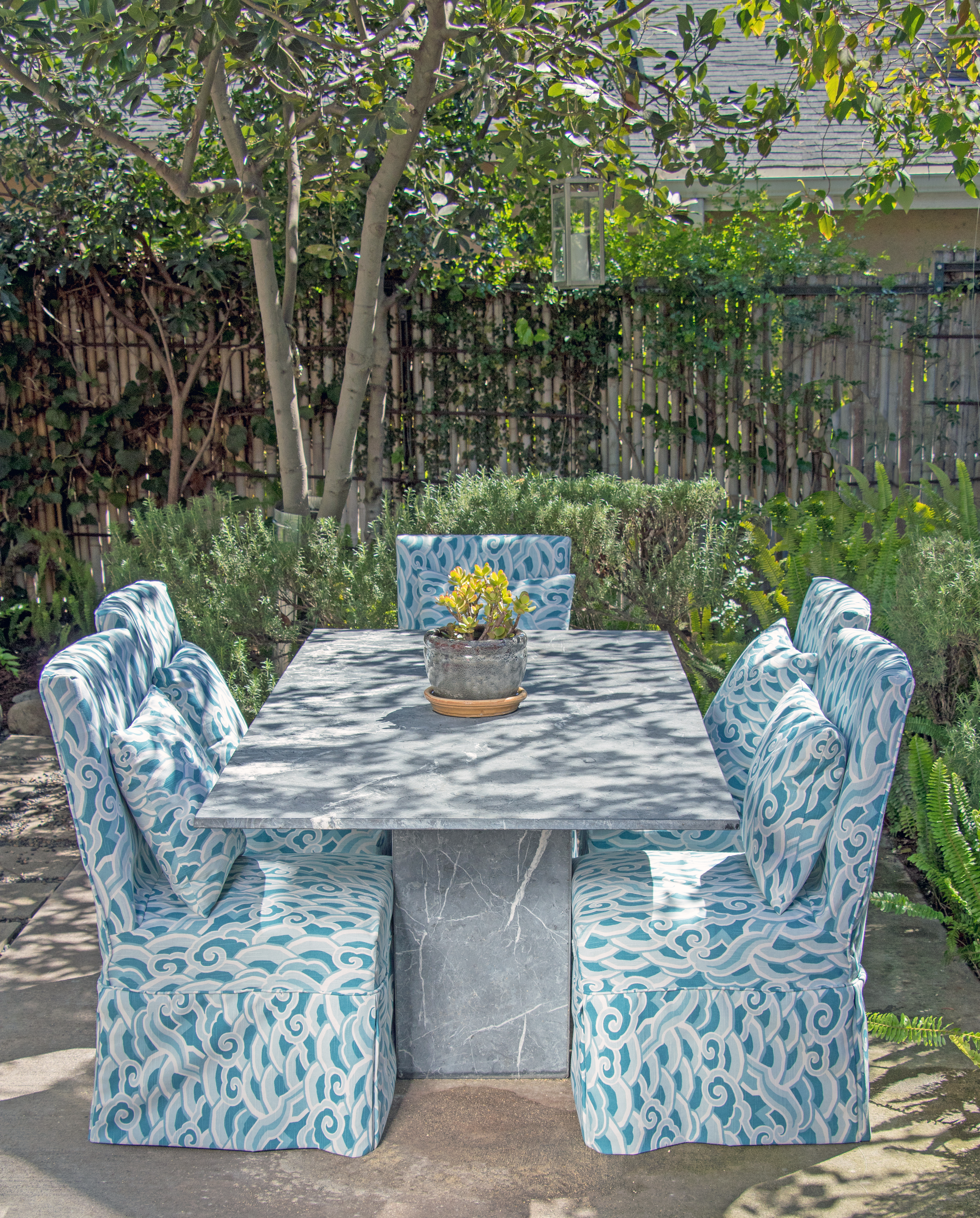 10 Essentials for the Perfect Outdoor Lounge | LORI DENNIS