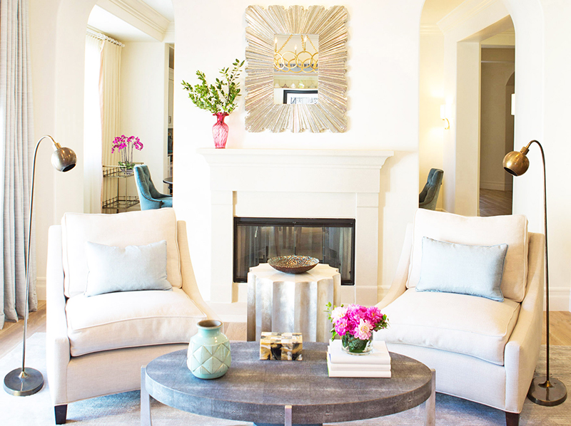 White Sitting Room with Pink Flowers: perfect for Spring
