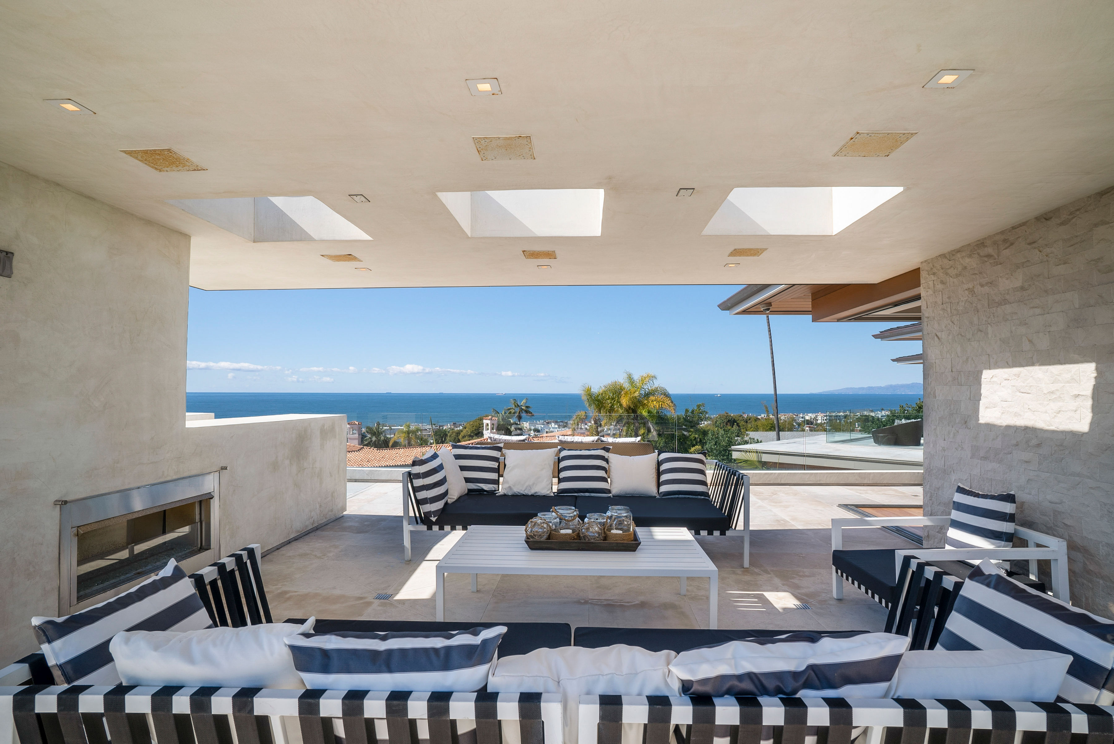 indoor outdoor living room at manhattan beach house