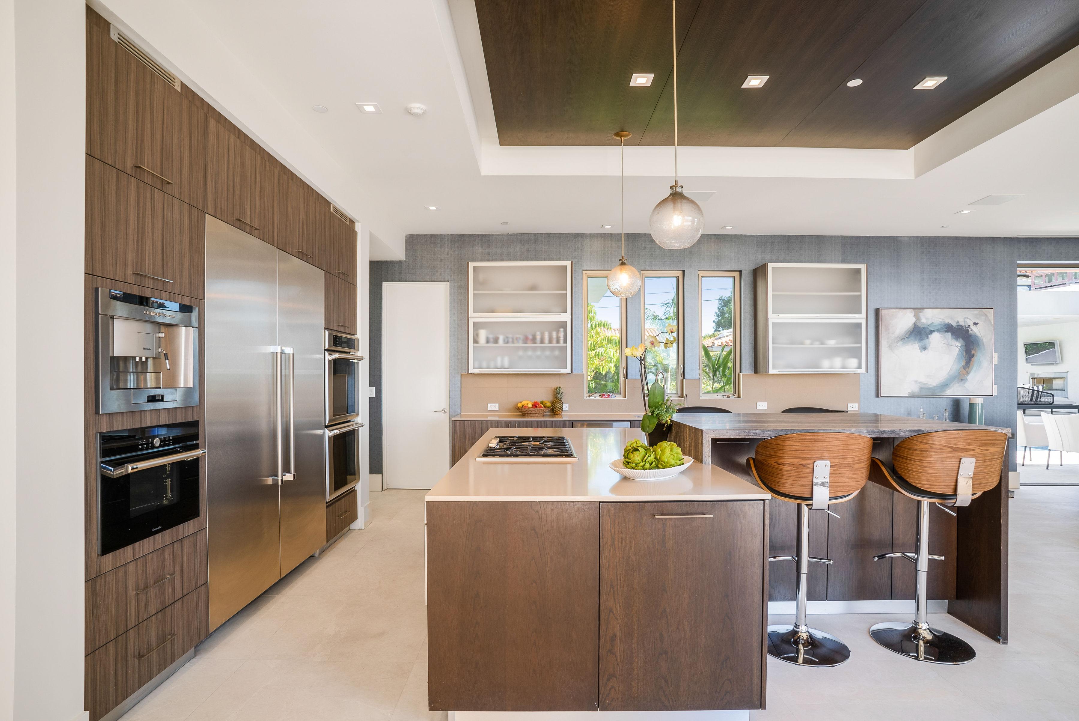 beach house Modern kitchen by celebrity interior designer Lori Dennis in Manhattan Beach house
